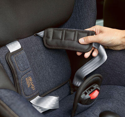 //www.britax-roemer.pl/dw/image/v2/BBSR_PRD/on/demandware.static/-/Library-Sites-BritaxSharedLibrary/default/dw778d1280/Features/CarSeats/Feature-CS-NeopreneChestPads-9002.jpg?sw=400&sh=400&sm=fit