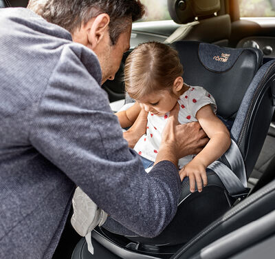 //www.britax-roemer.pl/dw/image/v2/BBSR_PRD/on/demandware.static/-/Library-Sites-BritaxSharedLibrary/default/dwa205d1b1/Features/CarSeats/Feature-CS-360Rotation.jpg?sw=400&sh=400&sm=fit