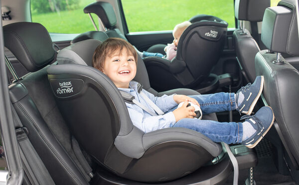 Highlight 9209 2 - Britax Römer DUALFIX² R obrotowy fotelik samochodowy kolor Cosmos Black
