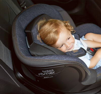 //www.britax-roemer.pl/dw/image/v2/BBSR_PRD/on/demandware.static/-/Library-Sites-BritaxSharedLibrary/default/dwba9705b2/Features/CarSeats/Feature-CS-VShapedHeadrest-9002.jpg?sw=400&sh=400&sm=fit