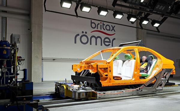 Highlight 9002 2 - Britax Römer DUALFIX M i-Size obrotowy fotelik samochodowy kolor Graphite Marble